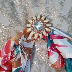 Vintage Scarf Ring - 70s Lucite Flower